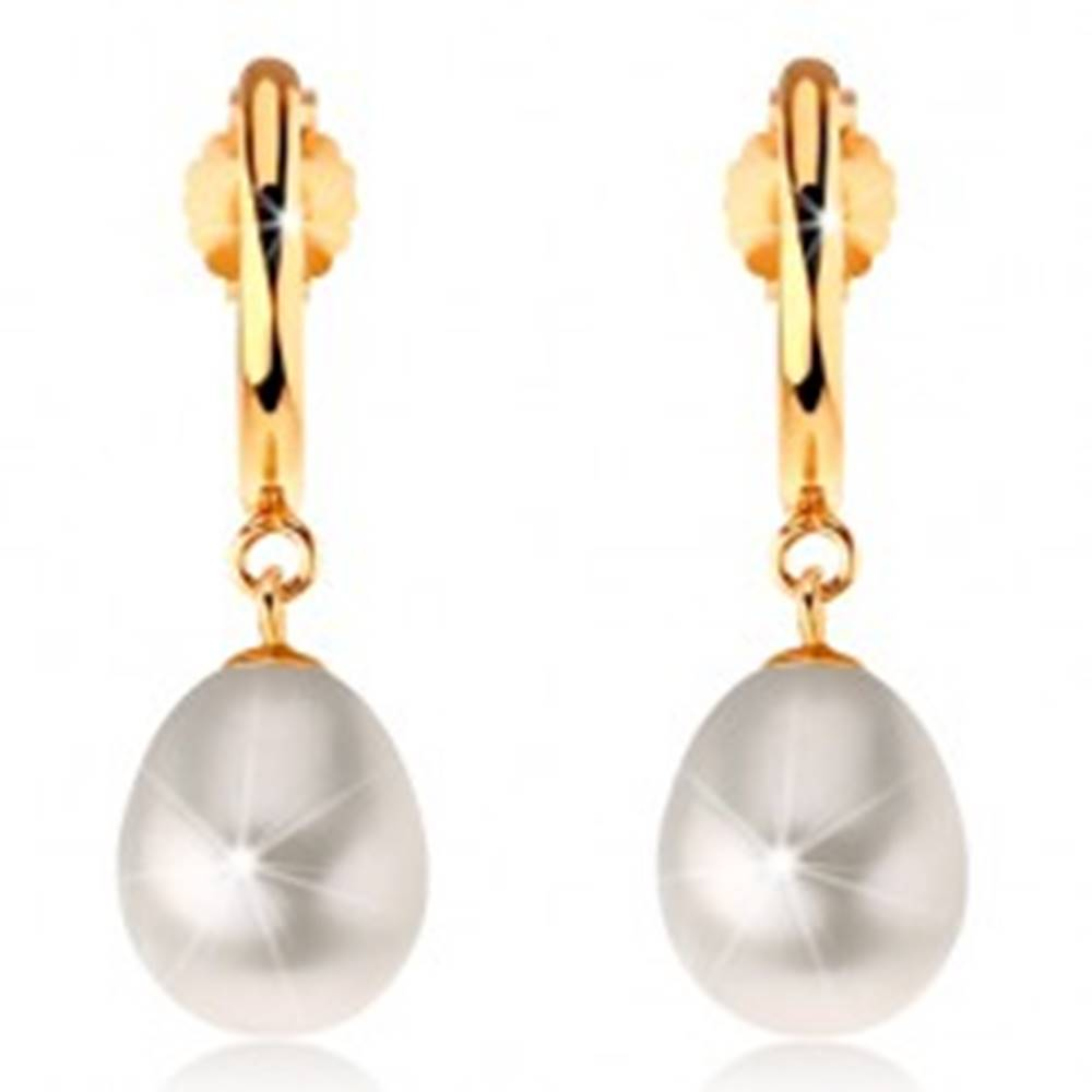 Šperky eshop Náušnice v žltom 14K zlate - úzky lesklý oblúk, biela perlová kvapka