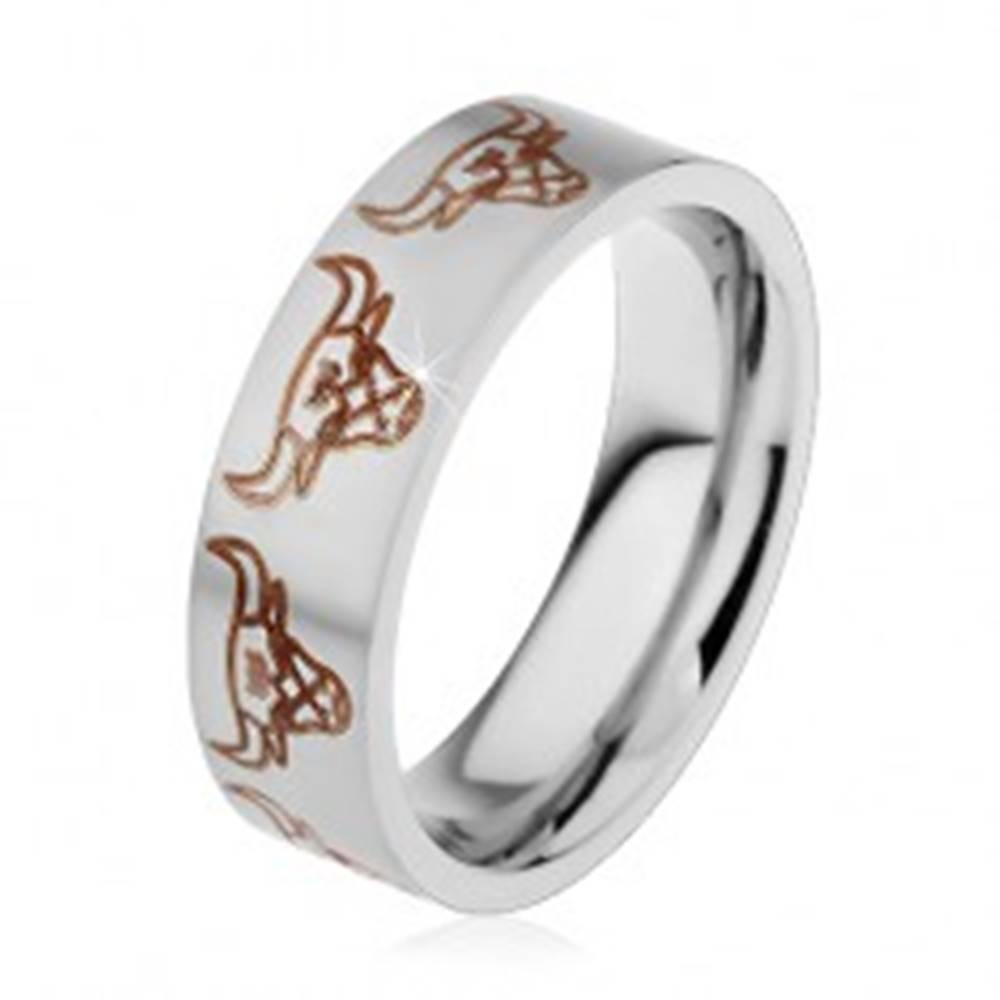 Šperky eshop Oceľová obrúčka striebornej farby s matným povrchom, býčie hlavy, 6 mm - Veľkosť: 49 mm