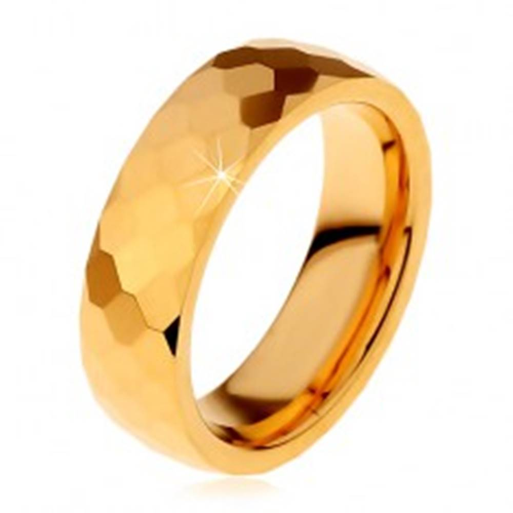 Šperky eshop Volfrámová obrúčka zlatej farby, vybrúsené lesklé šesťhrany, 6 mm - Veľkosť: 49 mm