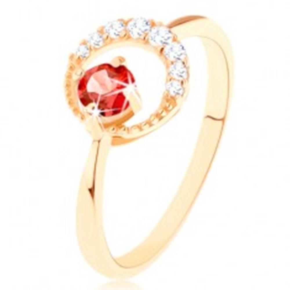 Šperky eshop Zlatý prsteň 585 - zirkónový kosák mesiaca, okrúhly červený granát - Veľkosť: 49 mm