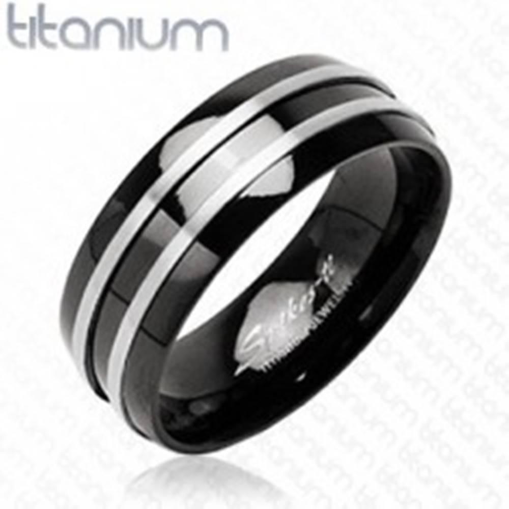 Šperky eshop Čierny prsteň z titánu - dva  tenké pásy striebornej farby - Veľkosť: 49 mm