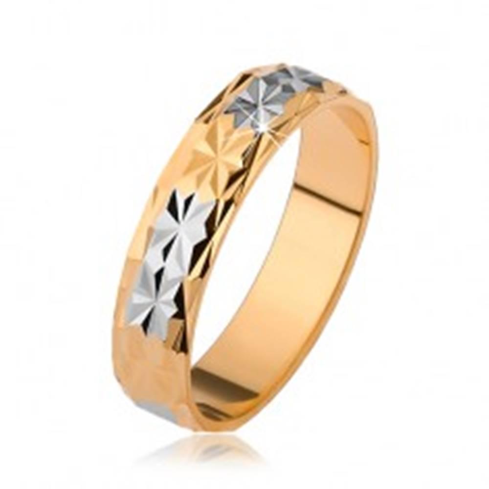 Šperky eshop Lesklá obrúčka s diamantovým vzorom, zlatý a strieborný odtieň - Veľkosť: 51 mm