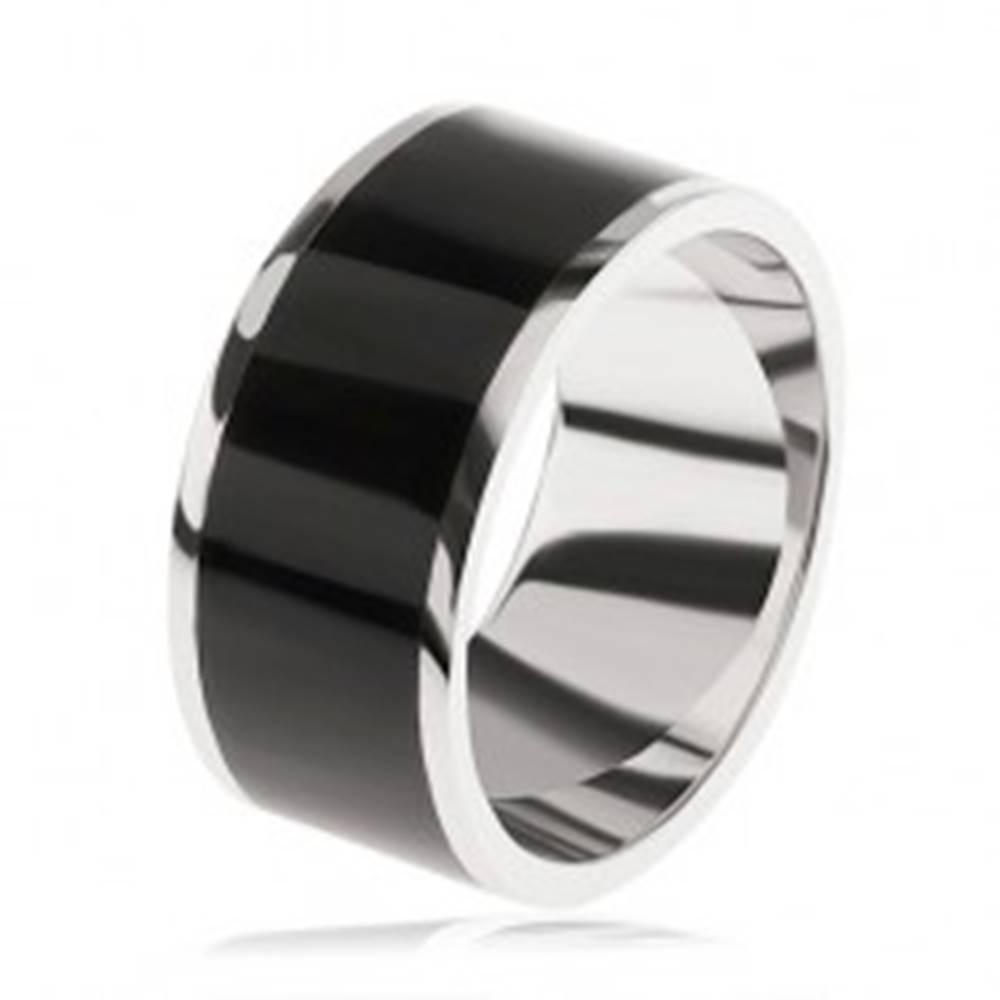Šperky eshop Lesklá obrúčka zo striebra 925, čierny dekoratívny pás uprostred - Veľkosť: 54 mm
