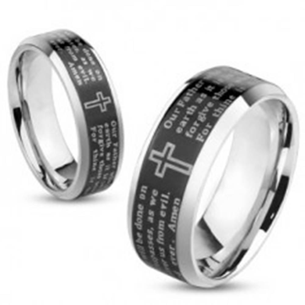 Šperky eshop Obrúčka z ocele, strieborná farba, čierny pásik s modlitbou Otčenáš, 6 mm - Veľkosť: 49 mm