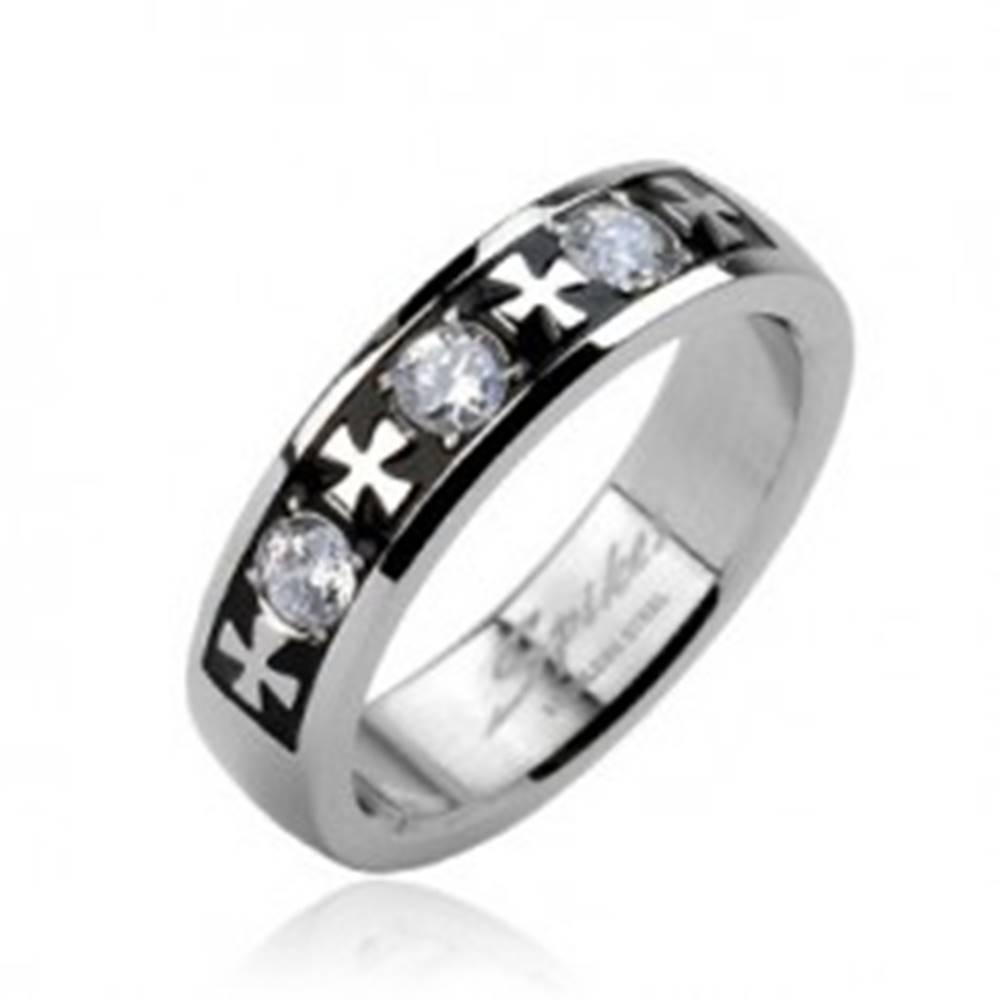 Šperky eshop Oceľový prsteň - tri zirkóny a kríže - Veľkosť: 58 mm
