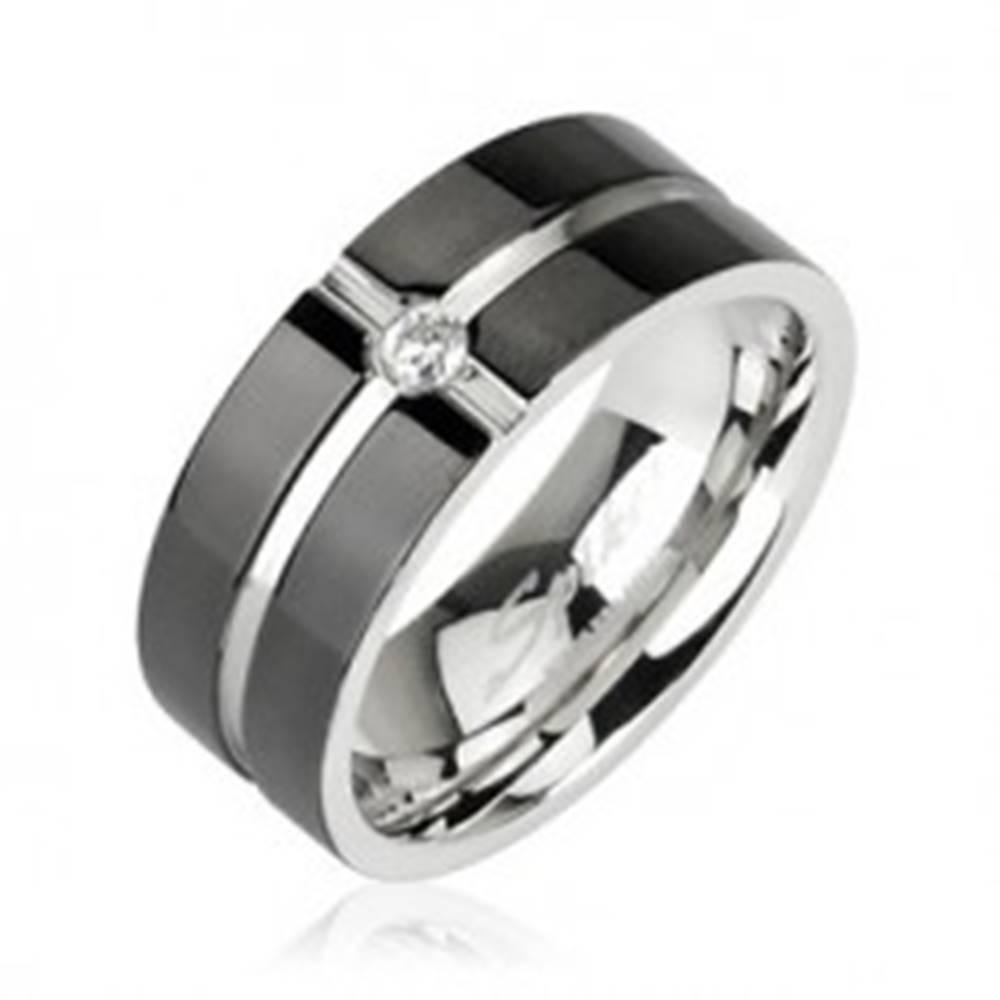 Šperky eshop Oceľový prsteň - vzor kríž, zirkón uprostred - Veľkosť: 49 mm