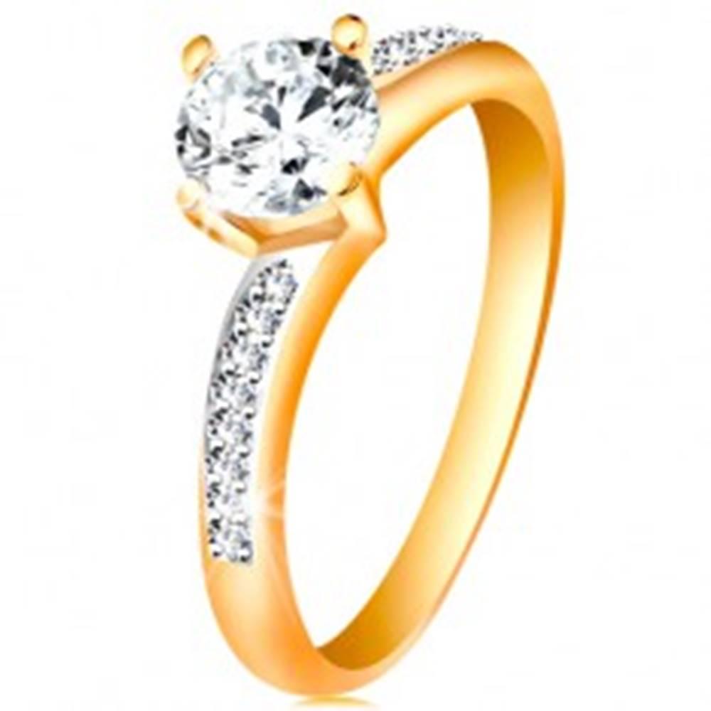 Šperky eshop Prsteň v 14K zlate - žiarivý okrúhly zirkón čírej farby, zirkónové ramená - Veľkosť: 49 mm