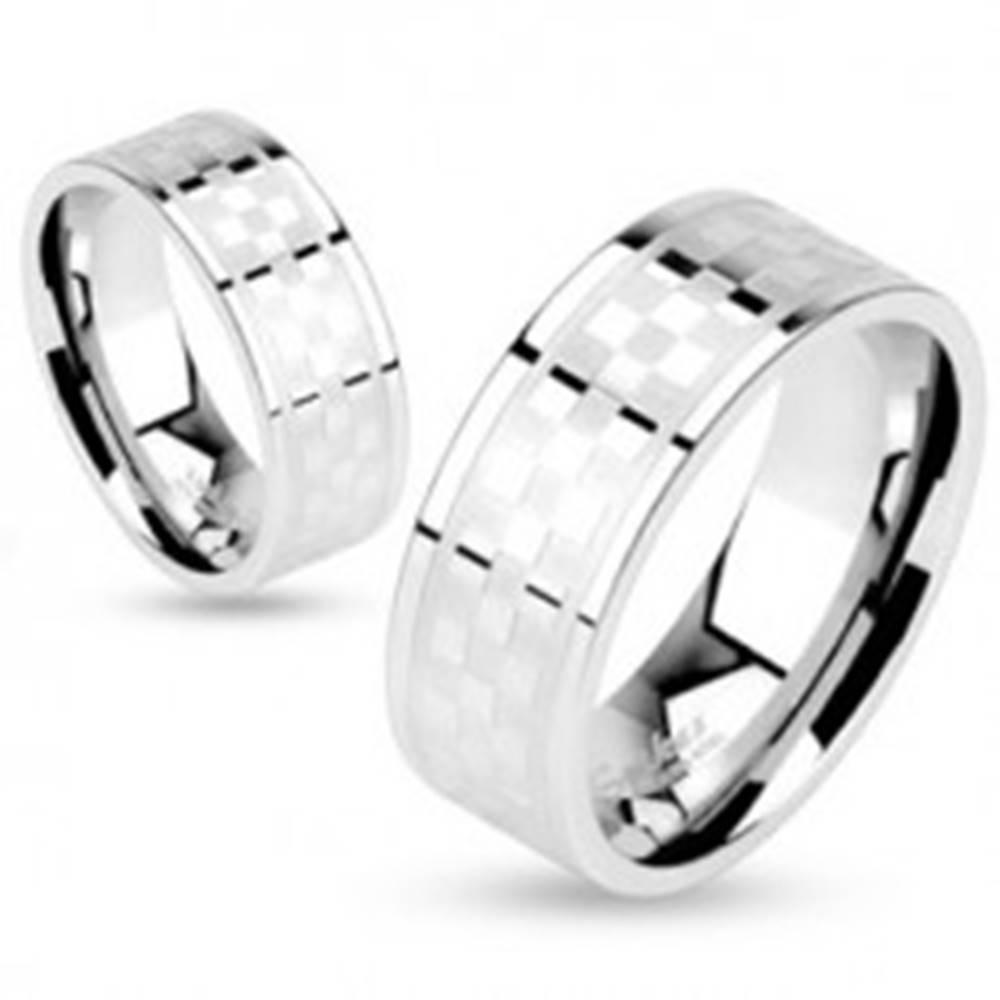 Šperky eshop Prsteň z chirurgickej ocele, vzor matno-lesklej šachovnice, 6 mm - Veľkosť: 50 mm