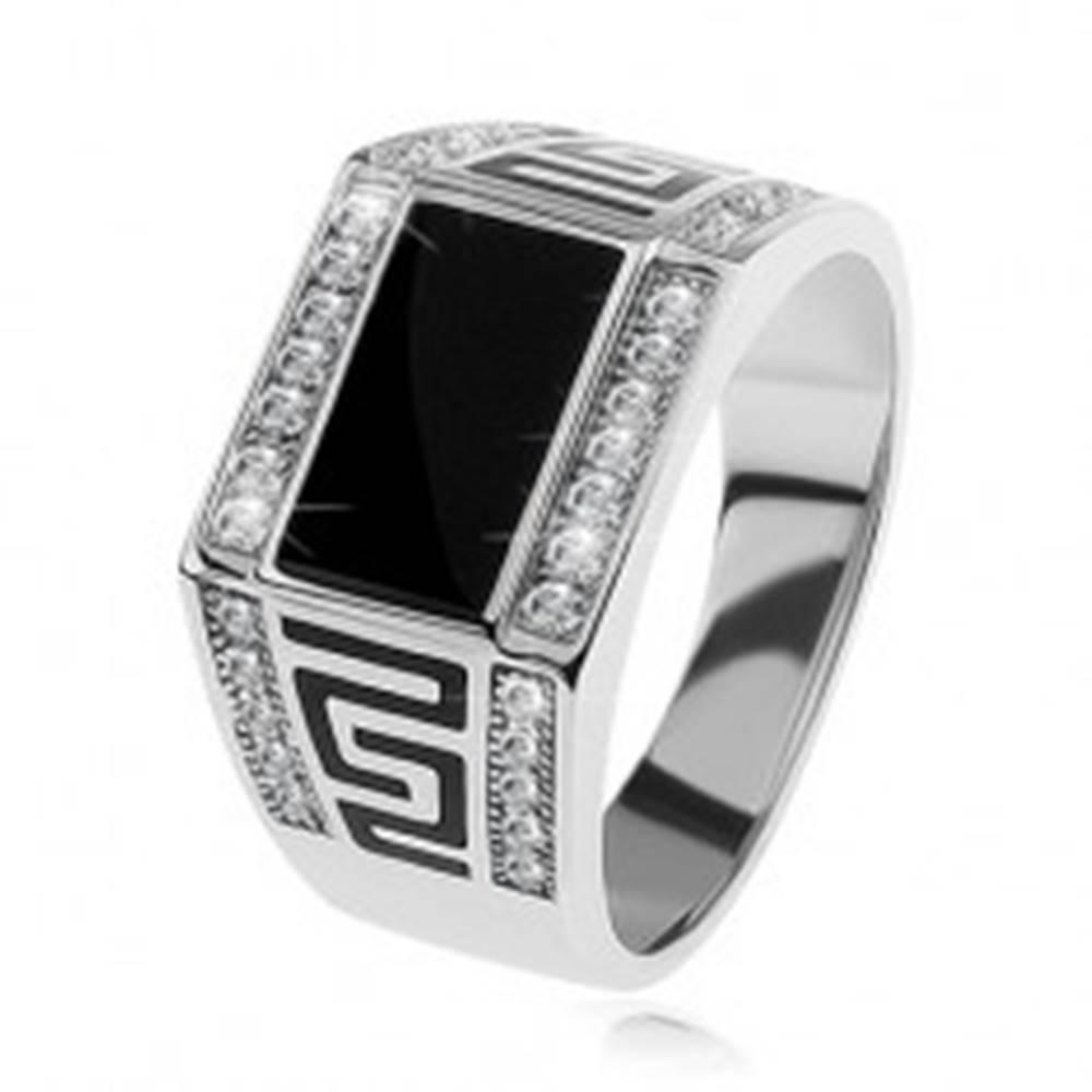 Šperky eshop Strieborný prsteň 925, čierny obdĺžnik, číre ligotavé kamienky, grécky kľúč - Veľkosť: 54 mm