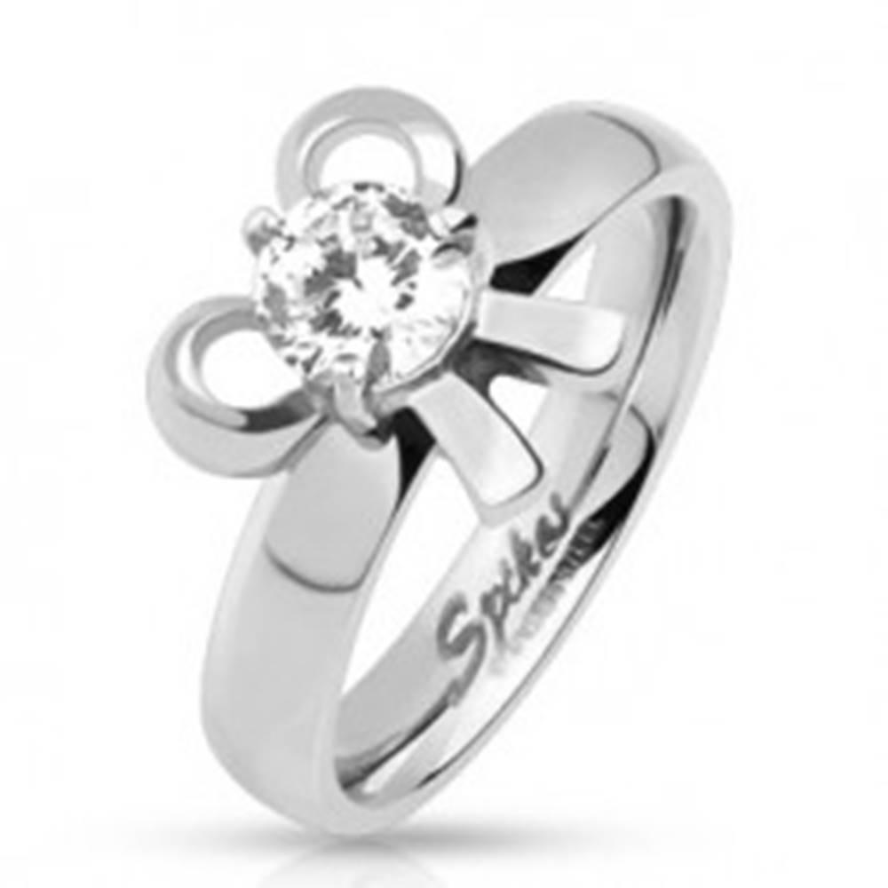 Šperky eshop Zásnubný oceľový prsteň s mašličkou a okrúhlym kamienkom  - Veľkosť: 49 mm