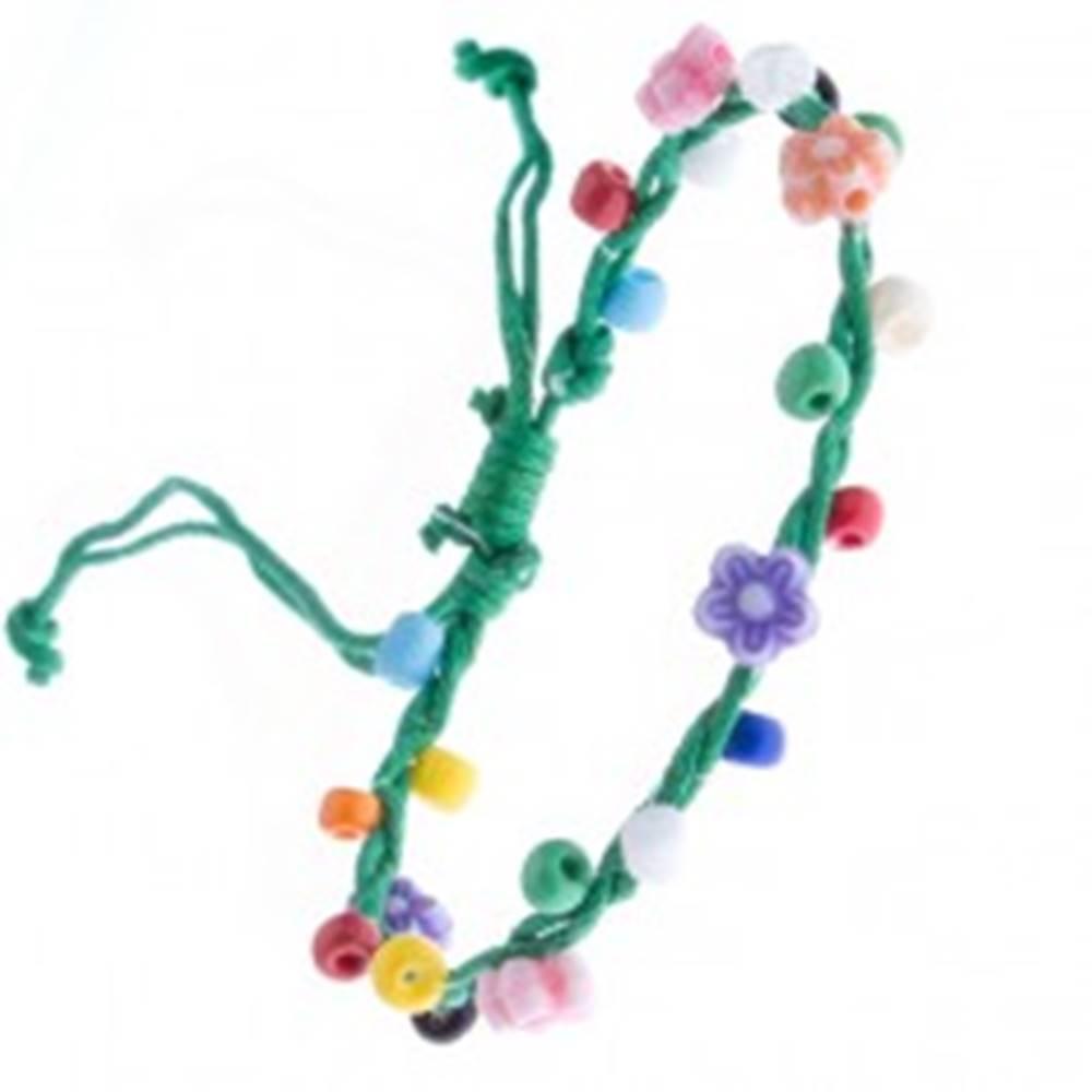Šperky eshop Zelený pletený náramok zo šnúrok a farebných kvietkov