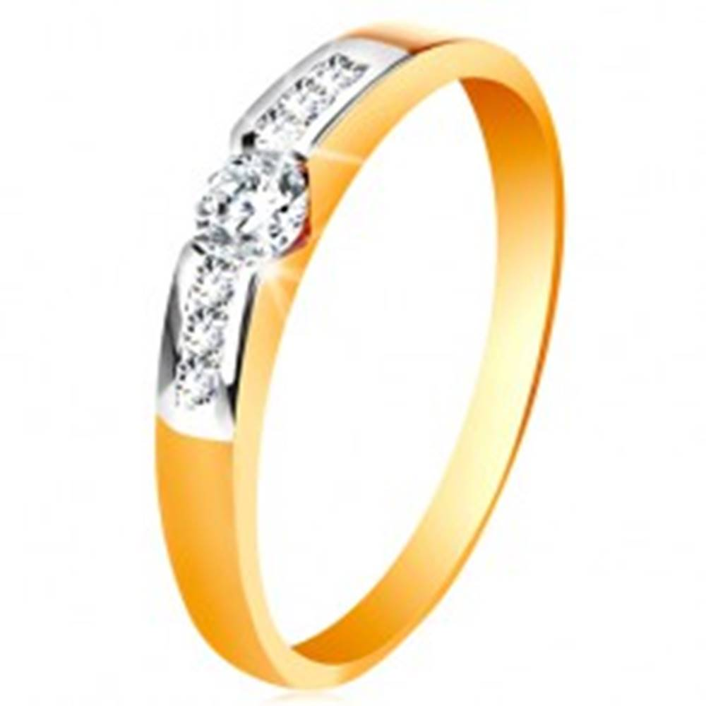 Šperky eshop Zlatý prsteň 585 - okrúhly číry zirkón v strede, pásy zirkónov po stranách - Veľkosť: 49 mm