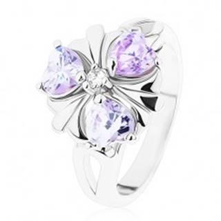 Prsteň v striebornom odtieni, kvietok s fialovými zirkónovými srdiečkami - Veľkosť: 51 mm