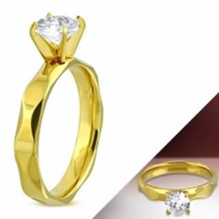 Zásnubný prsteň z chirurgickej ocele zlatej farby, brúsené ramená, číry zirkón - Veľkosť: 51 mm