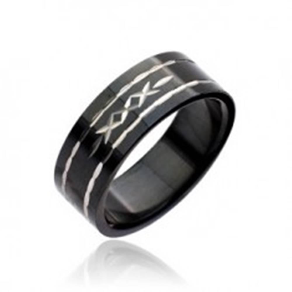 Šperky eshop Čierny prsteň z ocele - vyryté krížiky - Veľkosť: 48 mm