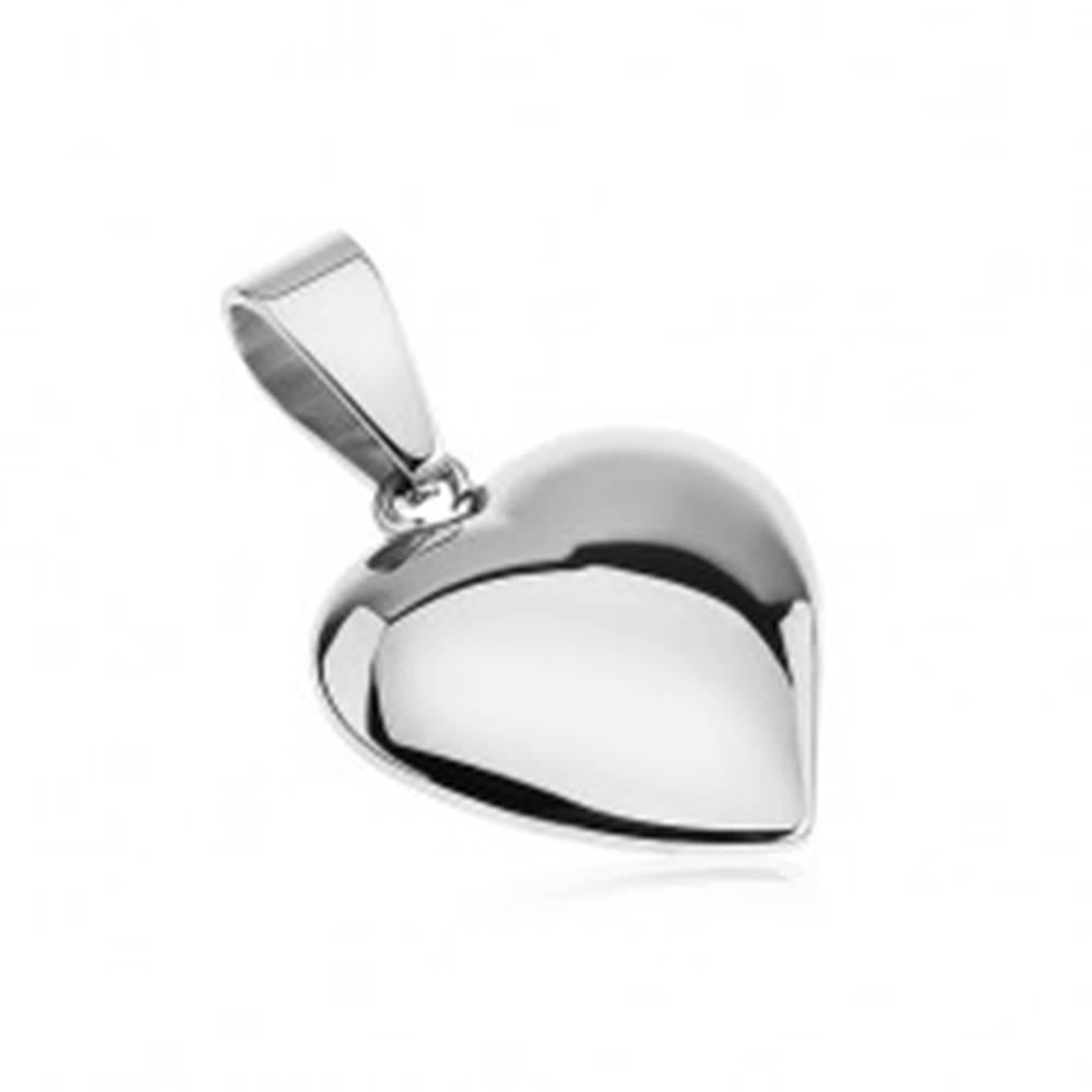 Šperky eshop Lesklý prívesok z ocele, mierne vypuklé, asymetrické srdce striebornej farby