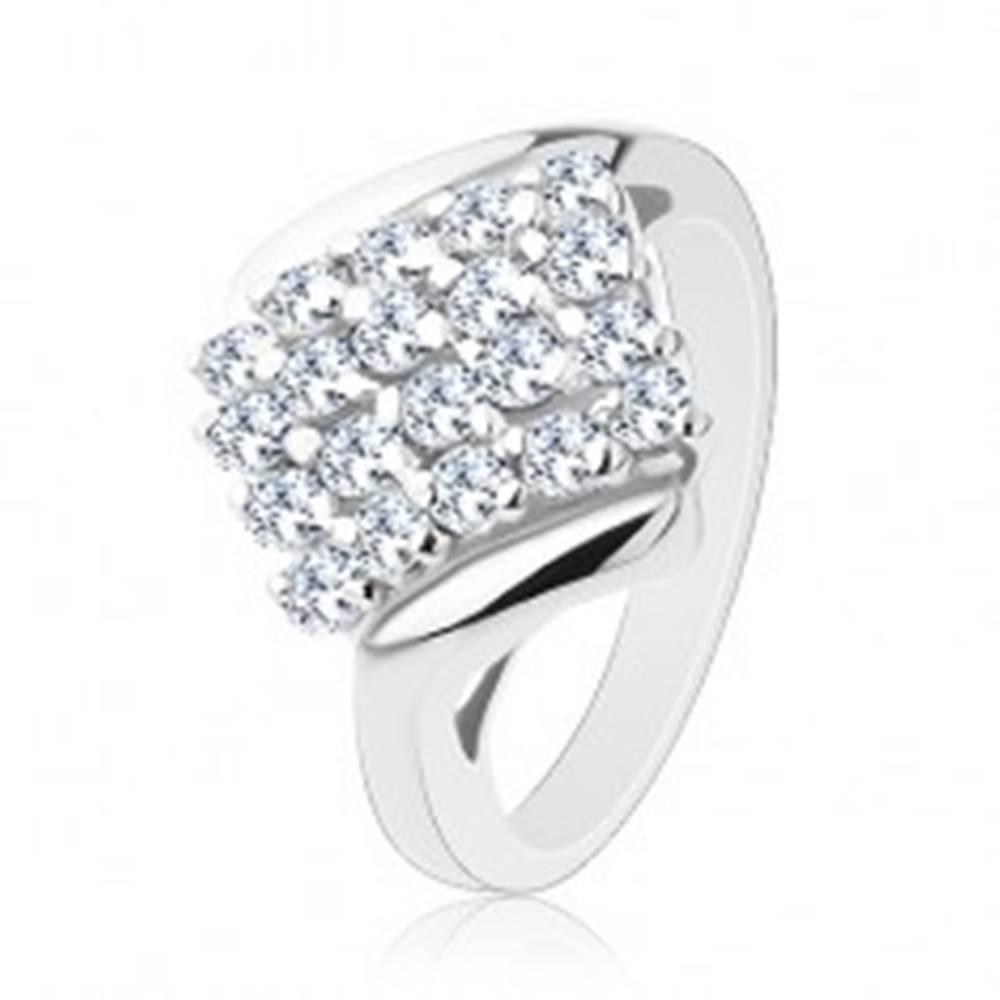 Šperky eshop Lesklý prsteň striebornej farby, ligotavý štvorec posiaty farebnými zirkónmi - Veľkosť: 52 mm, Farba: Zelená