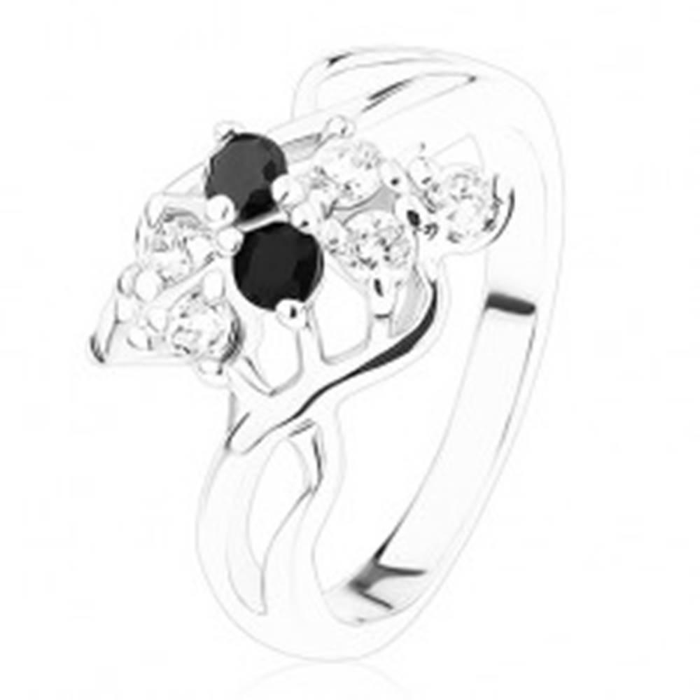 Šperky eshop Oceľový prsteň striebornej farby, číre a čierne zirkóny, prepletené ramená - Veľkosť: 54 mm