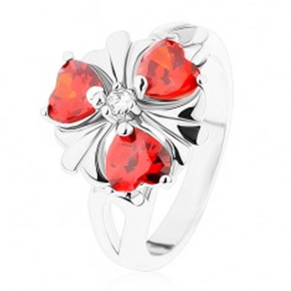 Šperky eshop Prsteň v striebornom odtieni, kvet s oranžovými zirkónovými srdiečkami - Veľkosť: 52 mm