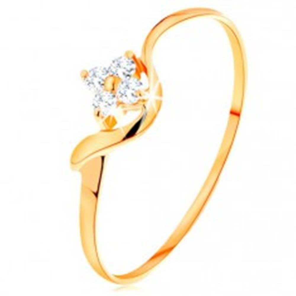 Šperky eshop Prsteň zo žltého 14K zlata - kvietok z čírych diamantov, zvlnené rameno - Veľkosť: 49 mm