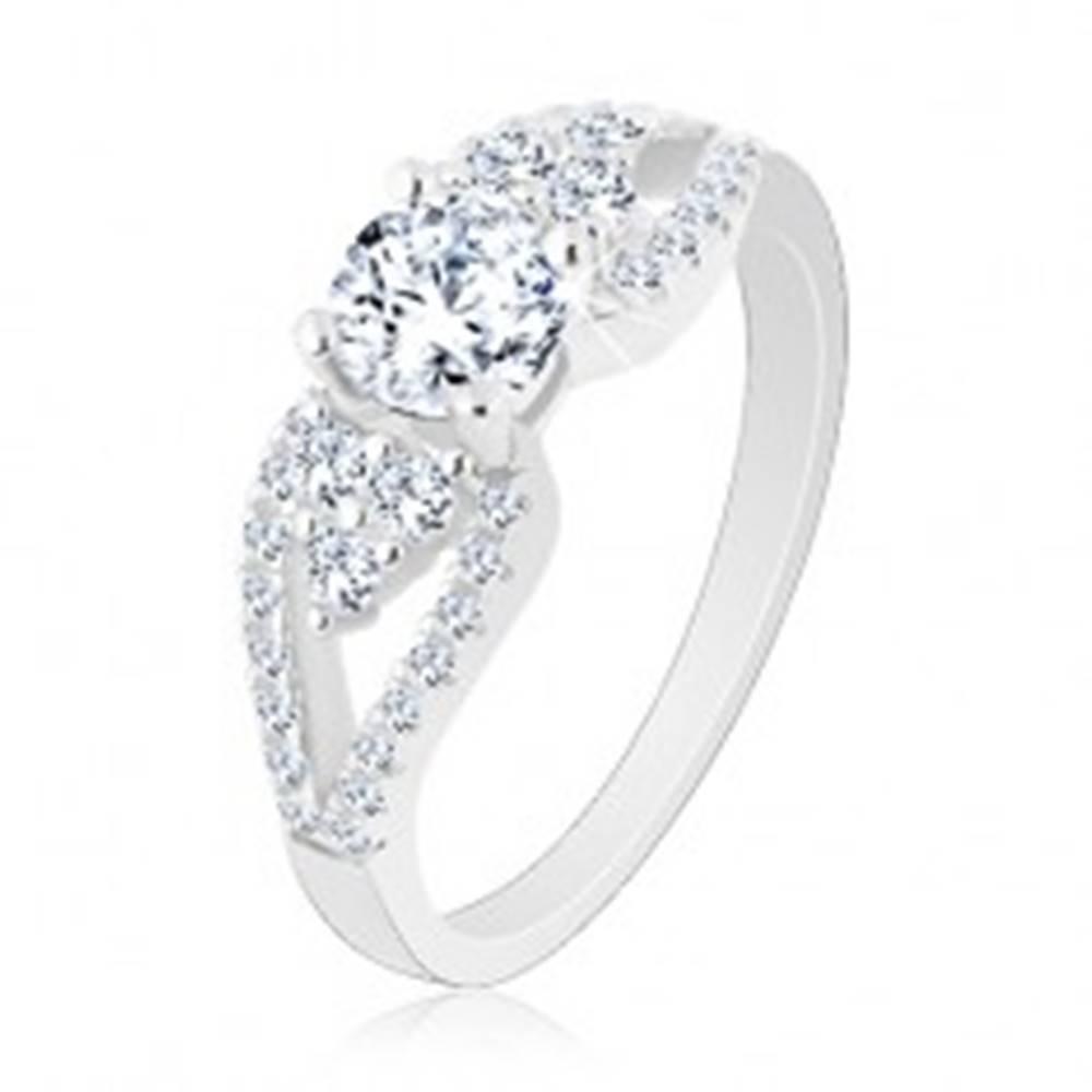 Šperky eshop Strieborný 925 prsteň, ligotavý zirkón, lístky po stranách, rozdvojené ramená - Veľkosť: 50 mm