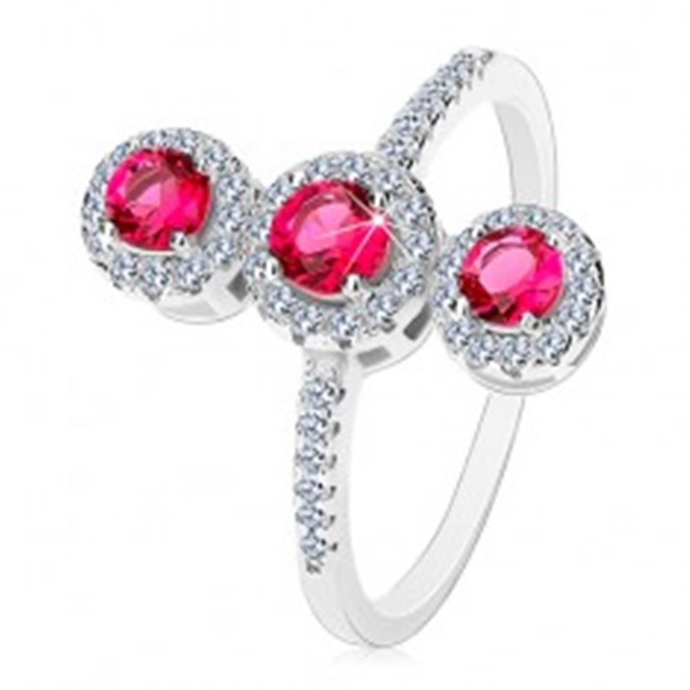 Šperky eshop Strieborný prsteň 925, tri tmavoružové zirkóny s čírym lemom - Veľkosť: 61 mm