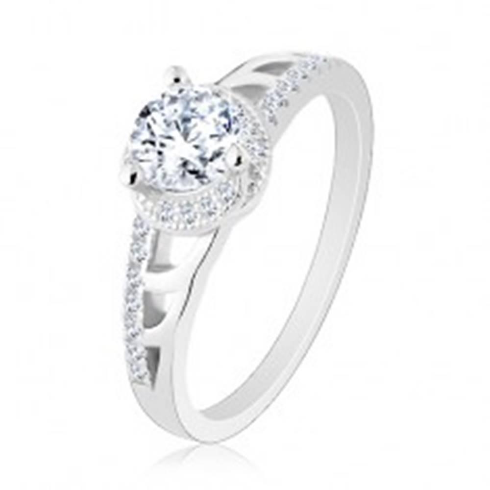 Šperky eshop Zásnubný prsteň, striebro 925, trblietavé ramená s výrezmi, okrúhly zirkón - Veľkosť: 50 mm