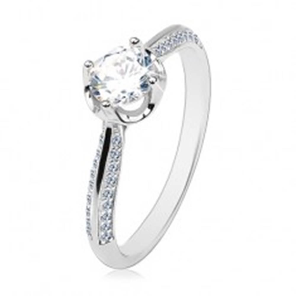 Šperky eshop Zásnubný prsteň zo striebra 925, vypuklé zdobené ramená, číry okrúhly zirkón - Veľkosť: 60 mm