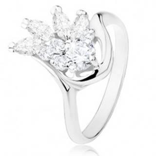 Ligotavý prsteň striebornej farby, lesklé hladké ramená, číry zirkónový vejár - Veľkosť: 49 mm