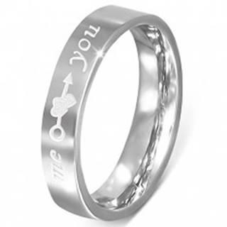 """Oceľový prsteň - striebornej farby, gravírovanie """"me you"""", srdcia a šíp - Veľkosť: 48 mm"""