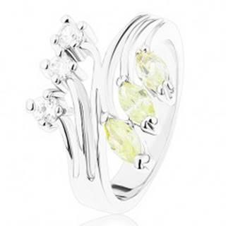 Prsteň s lesklými rozvetvenými ramenami, číre a svetlozelené zirkóny - Veľkosť: 49 mm