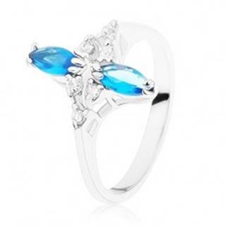 Prsteň v striebornom odtieni, lesklé zvlnené ramená, modré a číre zirkóny - Veľkosť: 49 mm