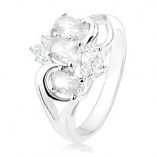 Trblietavý prsteň striebornej farby, rozdelené ramená, číre zirkónové ovály - Veľkosť: 49 mm