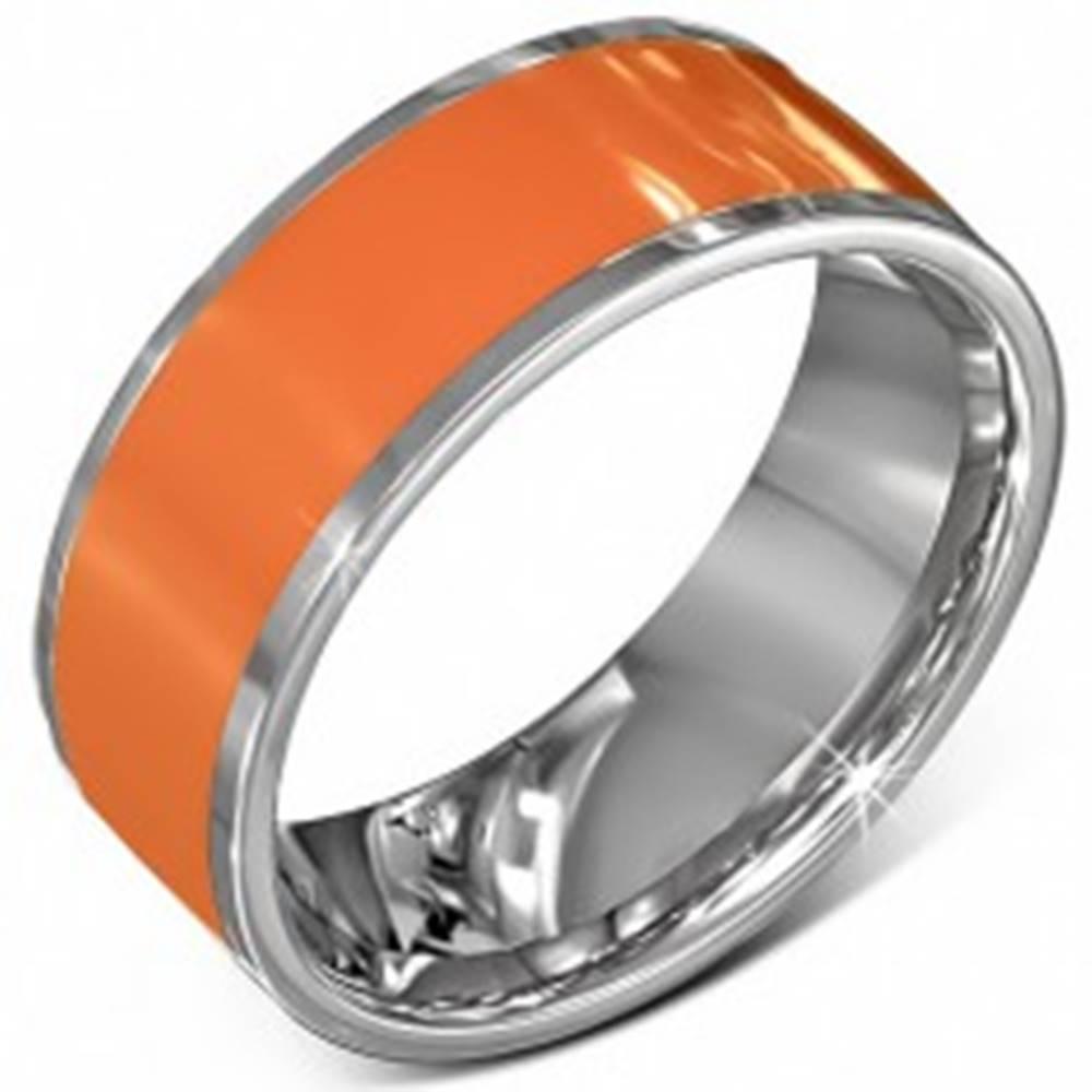 Šperky eshop Hladká oceľová obrúčka v oranžovej farbe s okrajom striebornej farby - Veľkosť: 56 mm