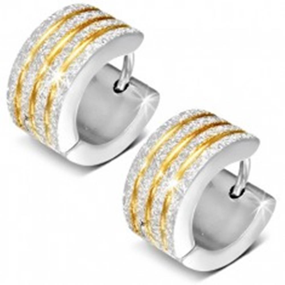 Šperky eshop Kĺbové náušnice, strieborná farba, pieskovaný povrch, zárezy v zlatom odtieni