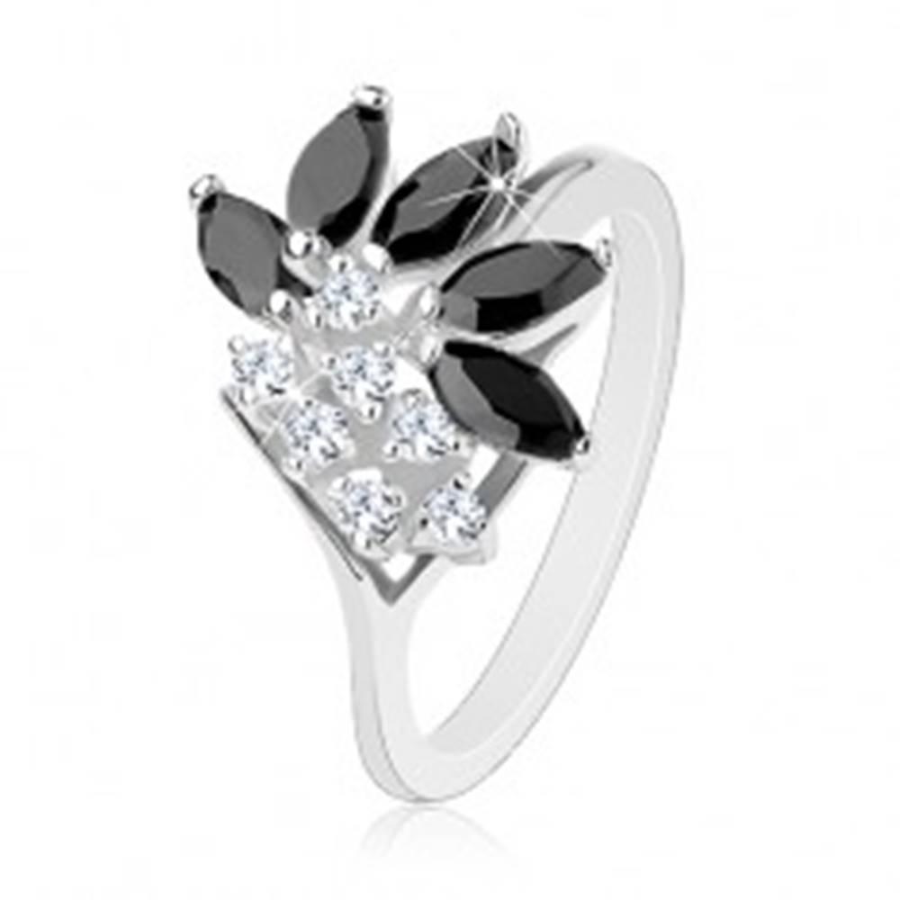 Šperky eshop Lesklý prsteň striebornej farby, číre zirkóny, čierne brúsené zrnká - Veľkosť: 50 mm