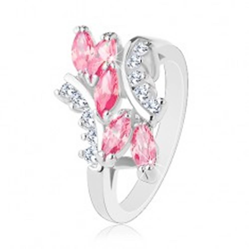 Šperky eshop Lesklý prsteň striebornej farby, ružové zirkónové zrnká, číre zirkóniky - Veľkosť: 49 mm