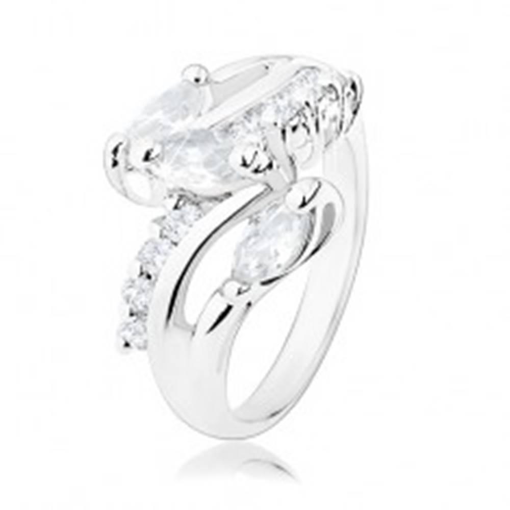 Šperky eshop Ligotavý prsteň, ramená striebornej farby, okrúhle a zrnkové číre zirkóny - Veľkosť: 49 mm