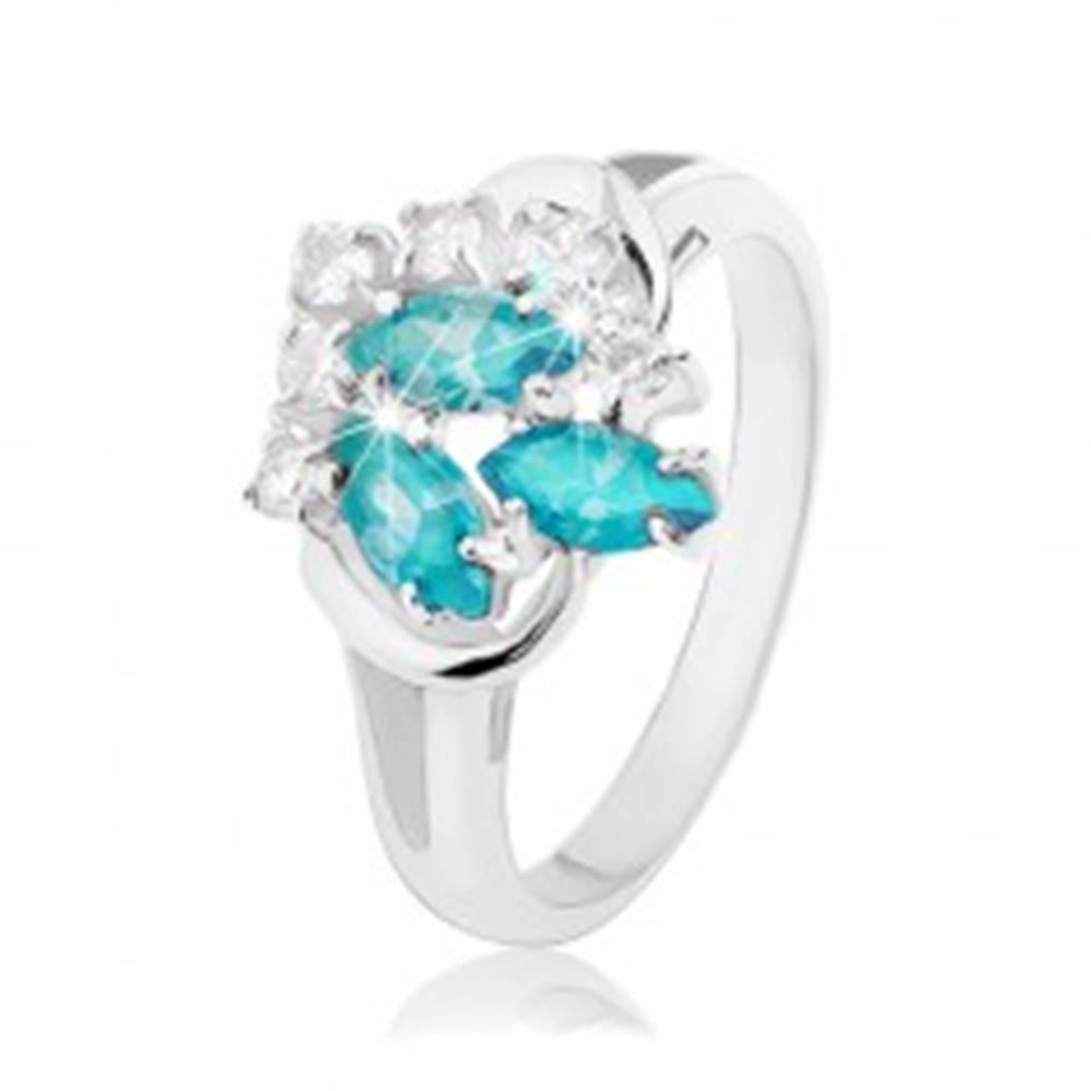 Šperky eshop Ligotavý prsteň s rozdvojenými ramenami, svetlomodré zrnká, číre zirkóniky - Veľkosť: 48 mm