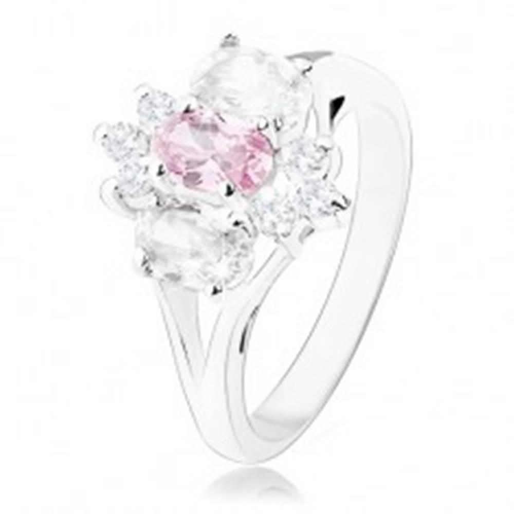 Šperky eshop Ligotavý prsteň v striebornom odtieni, rozdelené ramená, ružovo-číry kvet - Veľkosť: 49 mm