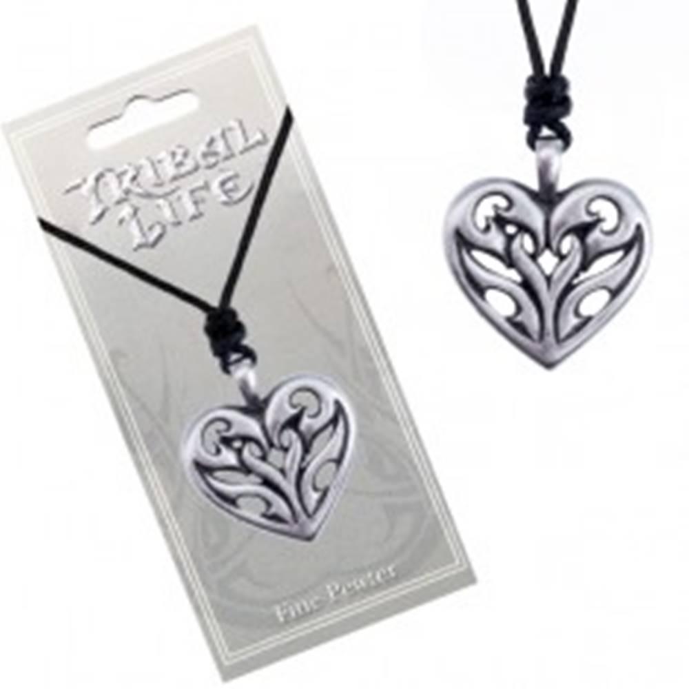 Šperky eshop Náhrdelník - čierna šnúrka a kovové srdce s vyrezávanými plameňmi