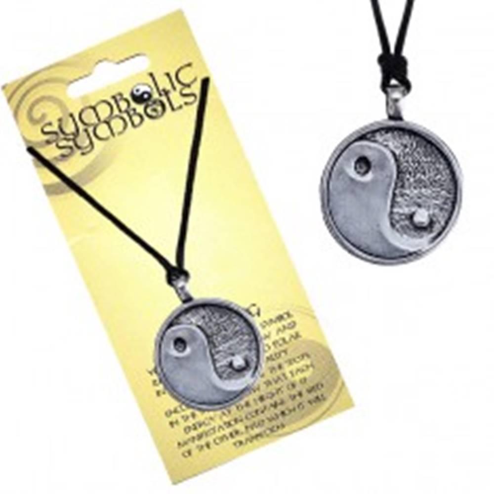 Šperky eshop Náhrdelník na krk so šnúrkou a kovovým príveskom Jin a Jang