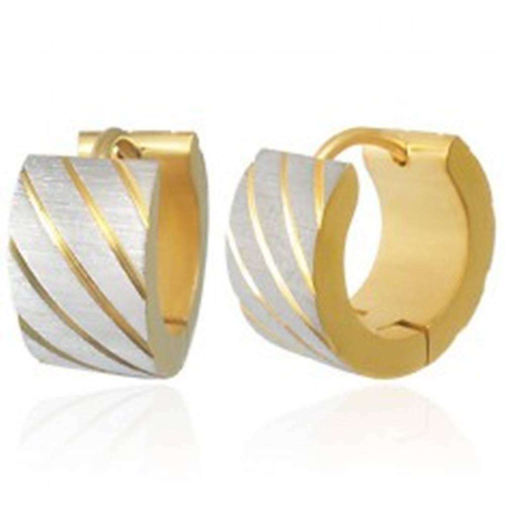 Šperky eshop Oceľové náušnice zlatej farby, šikmé pásiky v striebornom odtieni, zárezy