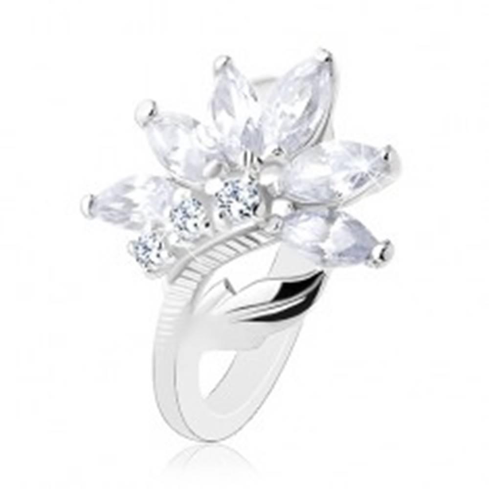 Šperky eshop Prsteň s lesklými ramenami, trblietavý zirkónový kvet čírej farby, lístok - Veľkosť: 48 mm