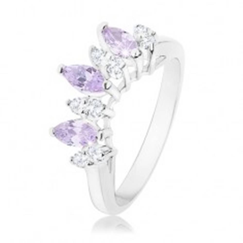 Šperky eshop Prsteň v striebornej farbe, číre a svetlofialové zirkónové zrnká - Veľkosť: 54 mm