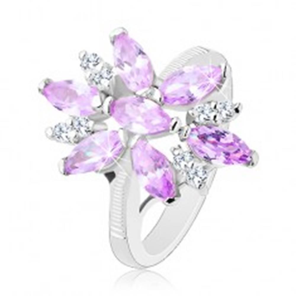 Šperky eshop Prsteň v striebornej farbe, veľký kvet zo svetlofialových a čírych zirkónov - Veľkosť: 49 mm
