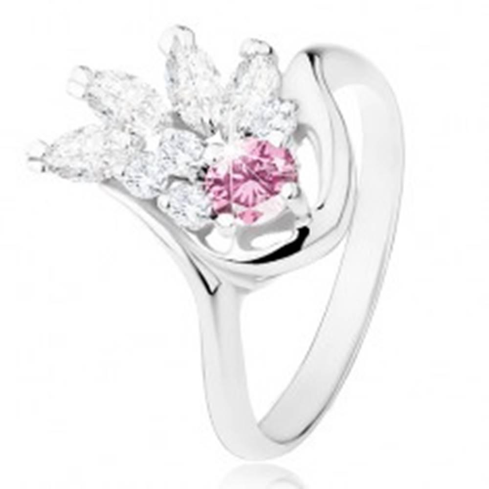 Šperky eshop Prsteň v striebornom odtieni, číry zirkónový vejár, ružový zirkón - Veľkosť: 49 mm