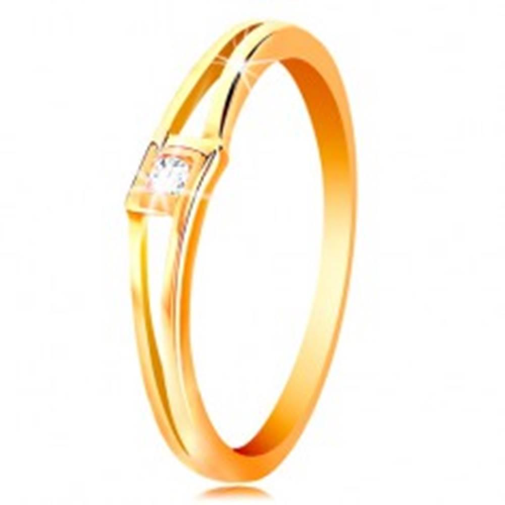 Šperky eshop Prsteň v žltom 14K zlate - okrúhly číry zirkón v kosoštvorci, rozdelené ramená - Veľkosť: 50 mm