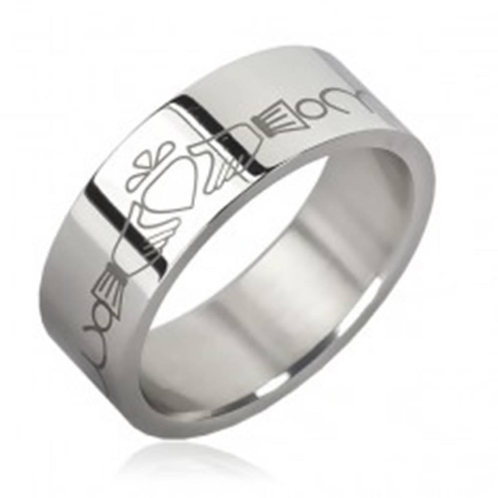 Šperky eshop Prsteň z chirurgickej ocele - retiazka, srdce v rukách - Veľkosť: 51 mm