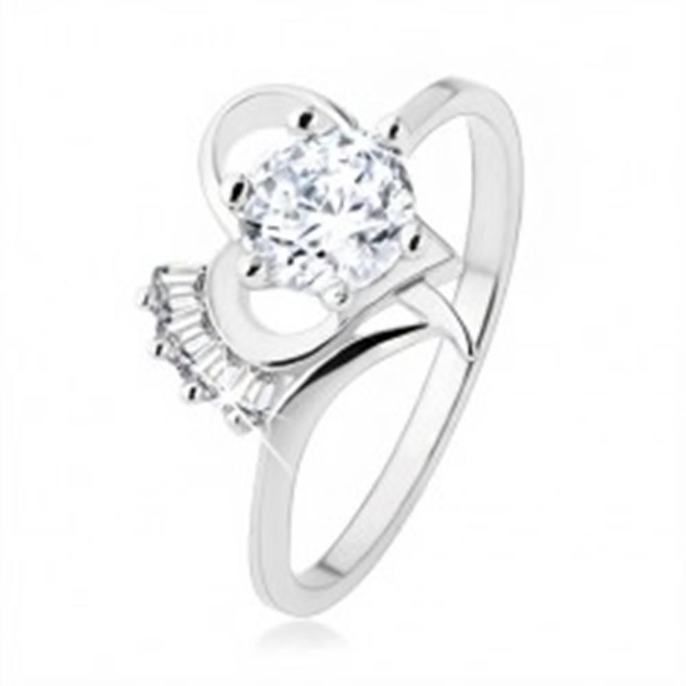 Šperky eshop Prsteň zo striebra 925, vystupujúci číry zirkón v obryse srdiečka - Veľkosť: 49 mm